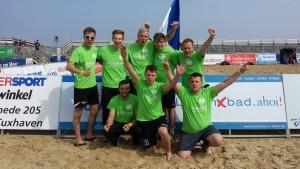 Im Team der Strandnaschinen spielten Marco, Flo, Alex, Kai, Bennet, Stefan, Marvin und Ole